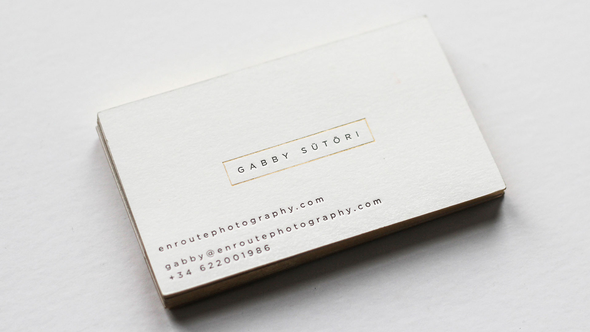 En route photography business cards and identity dimensions 35 x 2 print quantity 500 printing method letterpress number of colors 2 colors black gold foil finishing and binding foil edging reheart Gallery